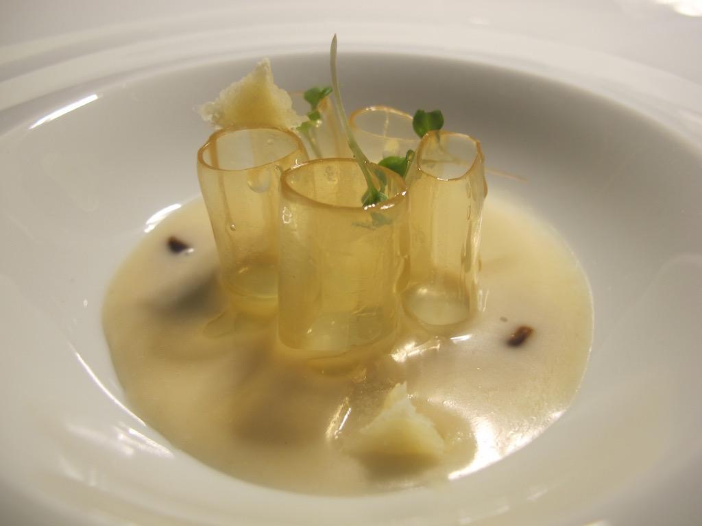 mezze maniche di brodo di prosciutto crudo, Inkiostro, Chef Terry Giacomello, Parma