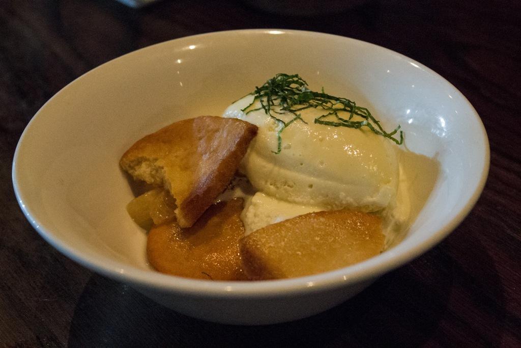 fried bun, Momofuku Ssam Bar, Chef David Chang, Matthew Rudofker, New York