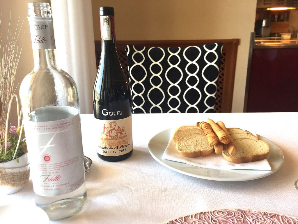 vino,  Locanda Gulfi, Chef Ninni Radicini, Chiaramonte Gulfi, Ragusa, Sicilia