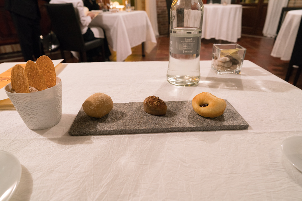 pane, La Madernassa, Chef Michelangelo Mammoliti, Guarente, Cuneo, Piemonte