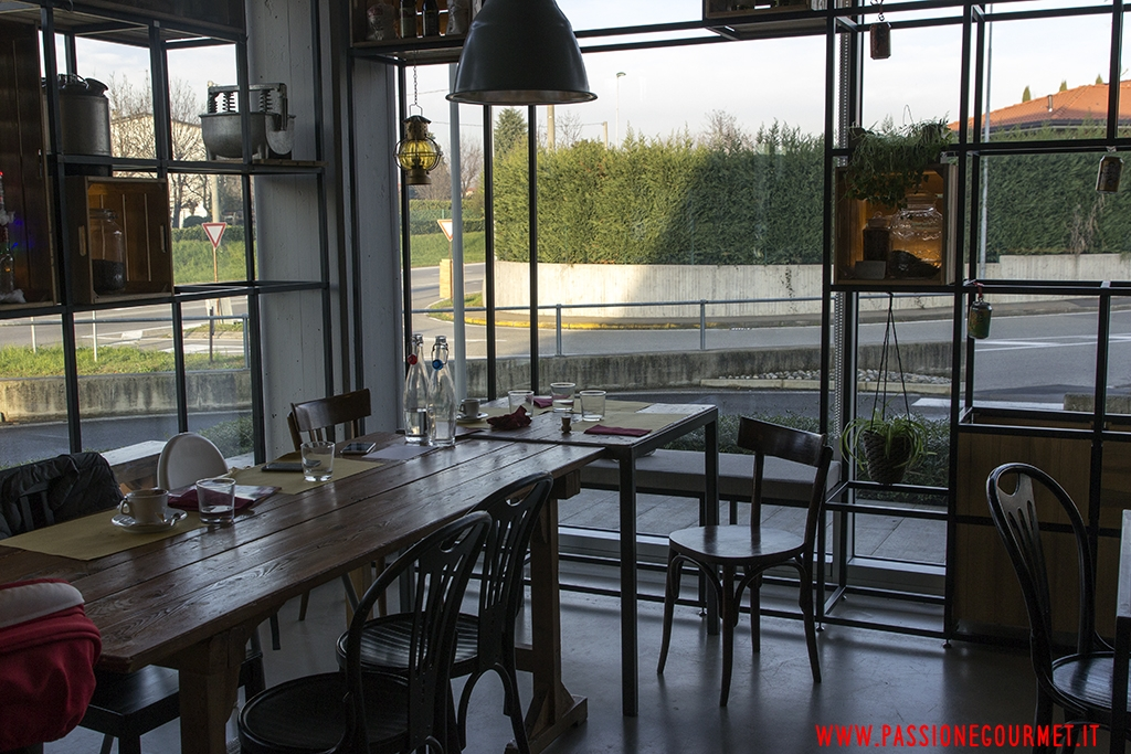 interni, Pizzeria Rise Live Bistrot, Vimercate, Milano