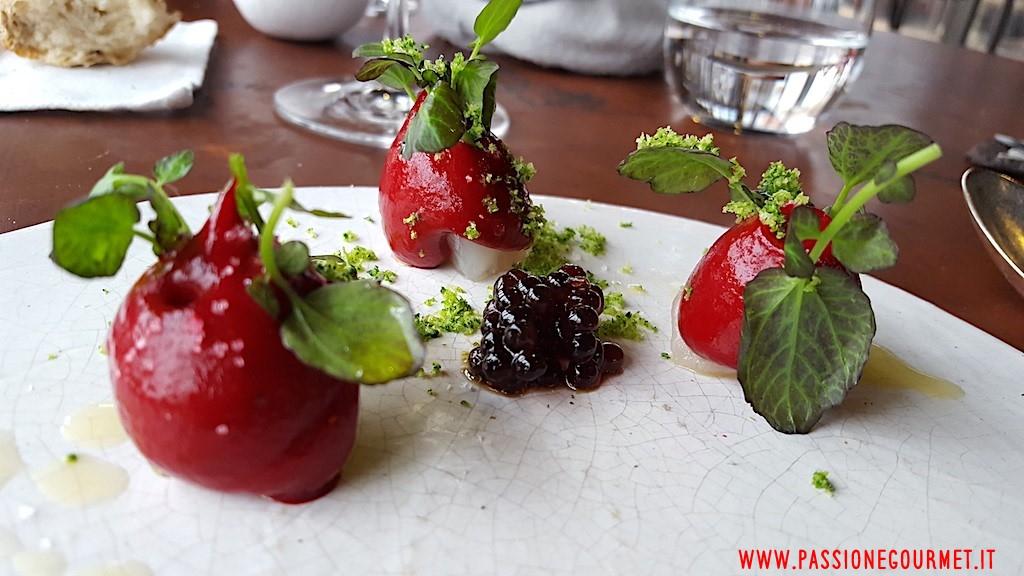 La Grenouillere: Spigola con barbabietola, caviale di aceto balsamico, sabbia di broccoli