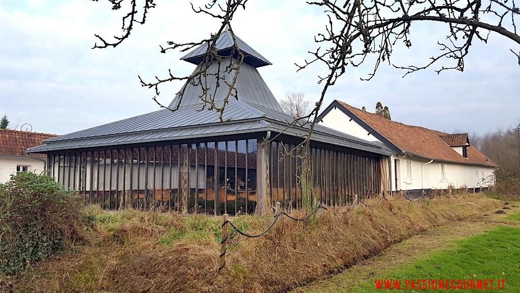 La Grenouillere: Sala dall'esterno