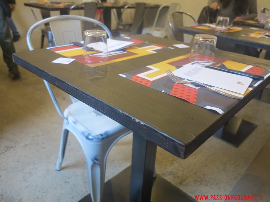 Pizzeria P: il tavolo della pizzeria